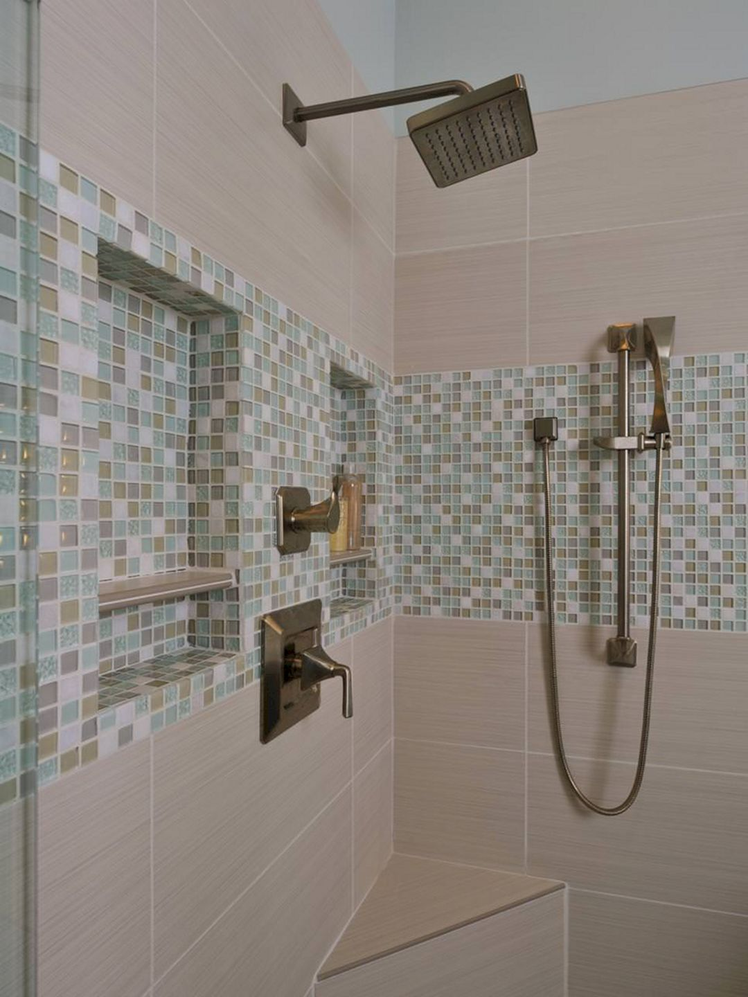 Awesome Bathroom Mosaic Tile Design Ideas For Your Inspiration 45