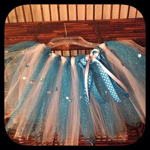 Frozen Tutu, DIY, Gorgeous! I think this would be a good one to try.