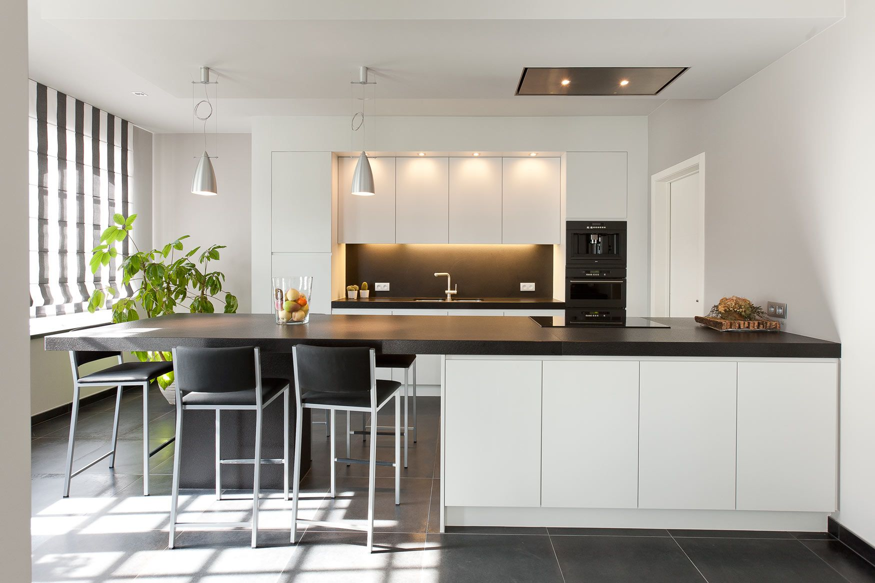 Moderne Keukens Belgie : Moderne keuken simpel zwart en wit int kuchyne