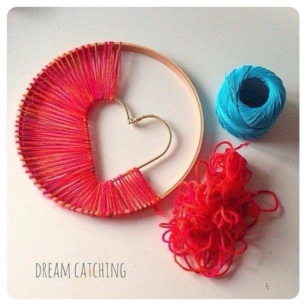 DIY Traumfänger mit Herz aus Garn und Stickring. #craftprojects