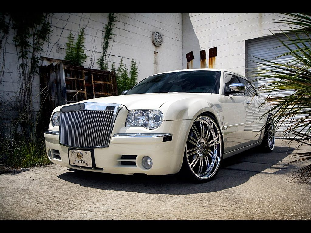 White Chrysler 300 Find The Classic Rims Of Your Dreams Www