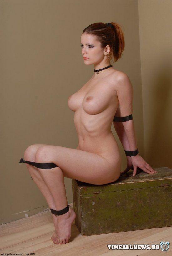 Nude tied up art — photo 14