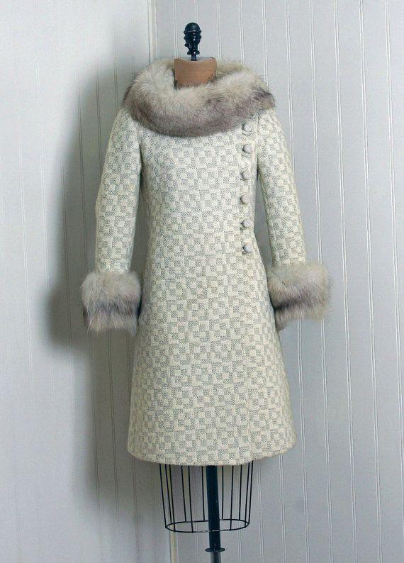Vintage Gray Wool Coat with Fur Collar Vintage mod coat Women wool coat