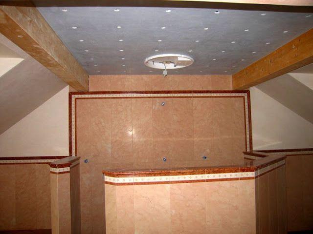 Wände oberhalb des marmors und decke mit tadelakt verputzt