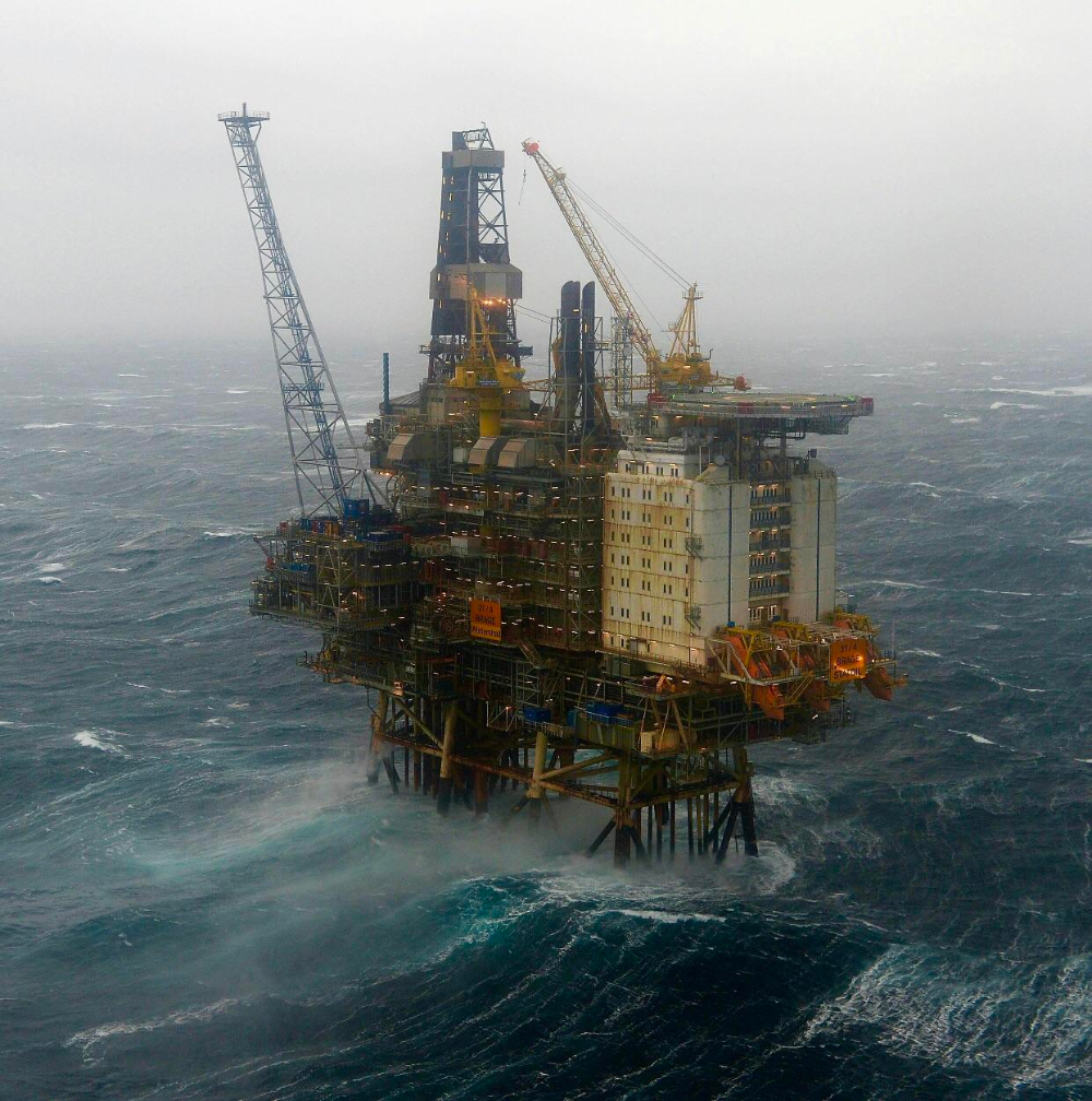 An Oil Rig In The North Sea In 2020 Oil Platform Oil Rig Oil Rig Jobs