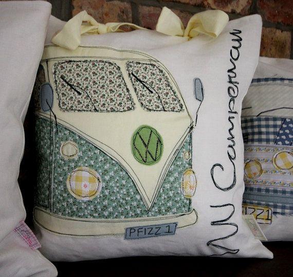 gr ne klassische vw campervan retro iconic fahrzeug kissen retro. Black Bedroom Furniture Sets. Home Design Ideas
