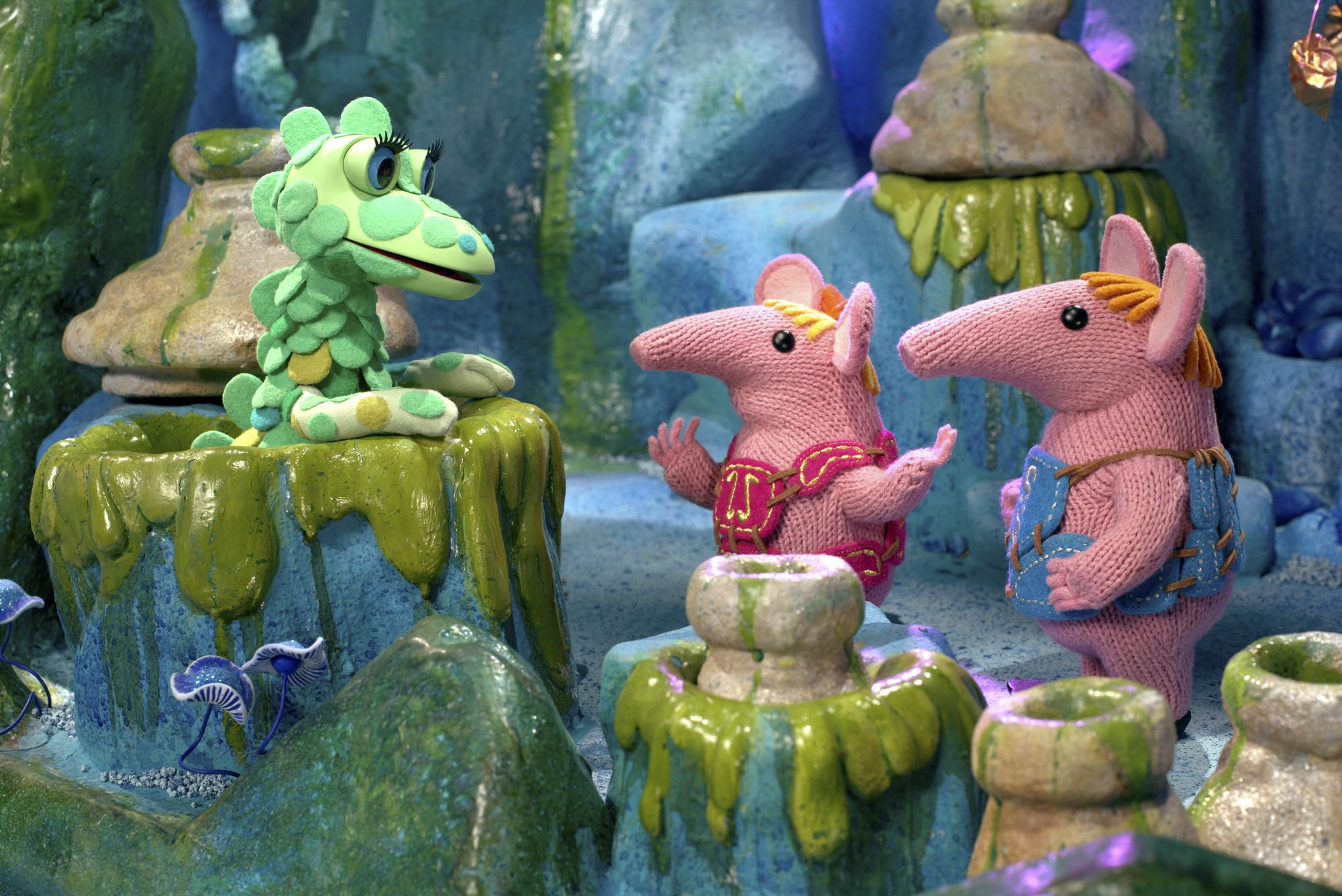 CLANGERS FAMILY PACK OF FIGURES MAJOR MAMA SMALL TINY /& THE SOUP DRAGON NEW