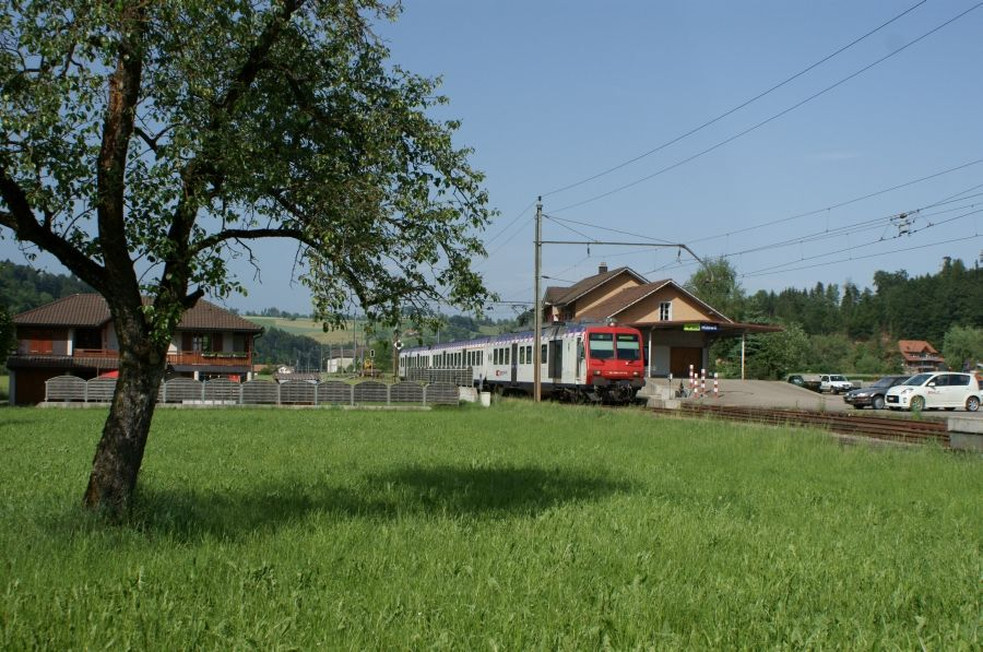 http://www.chriguseisenbahnseiten.ch/hueswil2.jpg