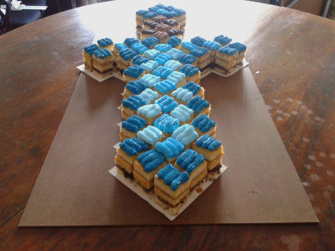 MINECRAFT CANDY BAR CAKE TORTA PASTEL BIRTHDAY CUMPLEAÑOS | Birthday ...