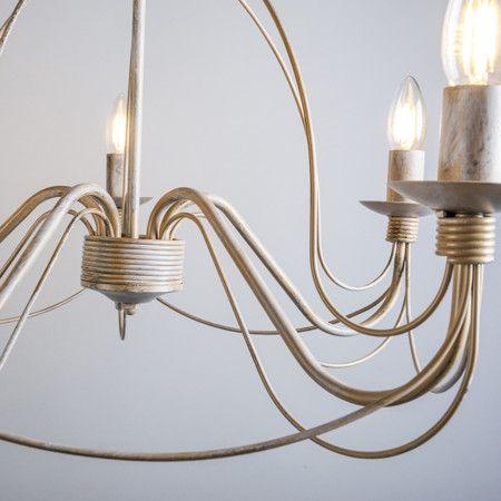 Candelabro ZERO BRANCO 5 taupe Lámpara colgante muy elegante con aires clásicos. Este modelo está lleno de detalles y con unos acabados preciosos. De estilo romántico está lámpara convertirá su salón en una estancia de castillo.