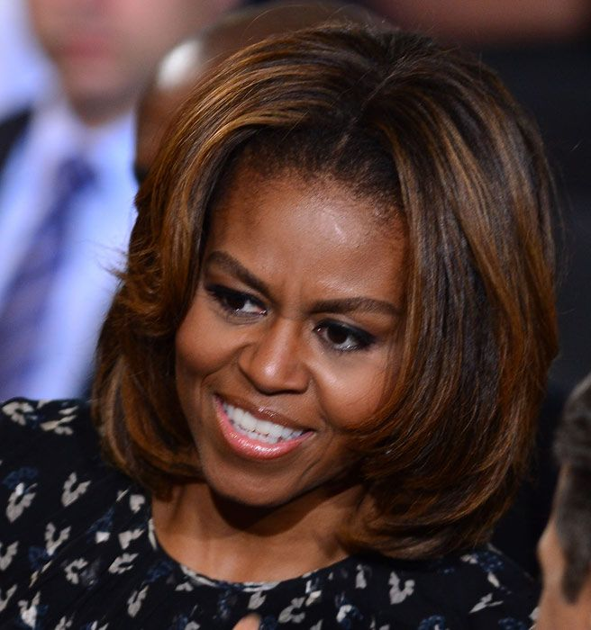 Michelle Obama Changed Up Her Hair Again And We Approve Michelle Obama Hairstyles Hair Highlights Blonde Highlights