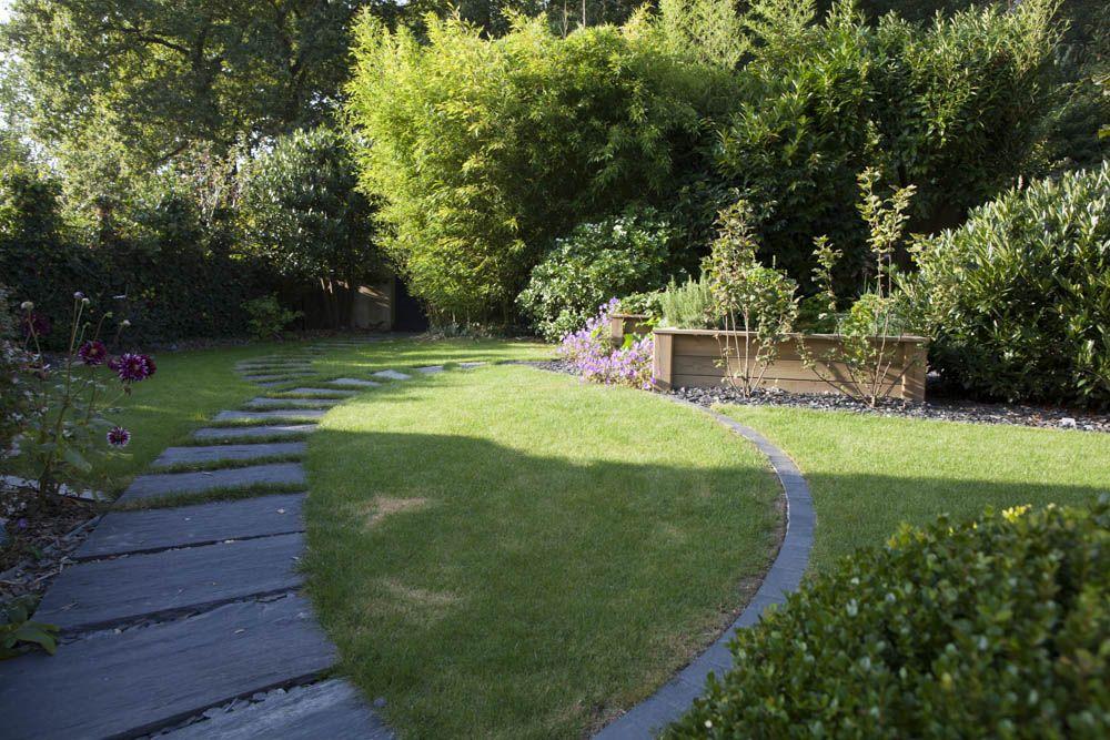 une alle toute en courbe de dalles dardoise cre par claude olivier jardin - Dalle D Ardoise Jardin
