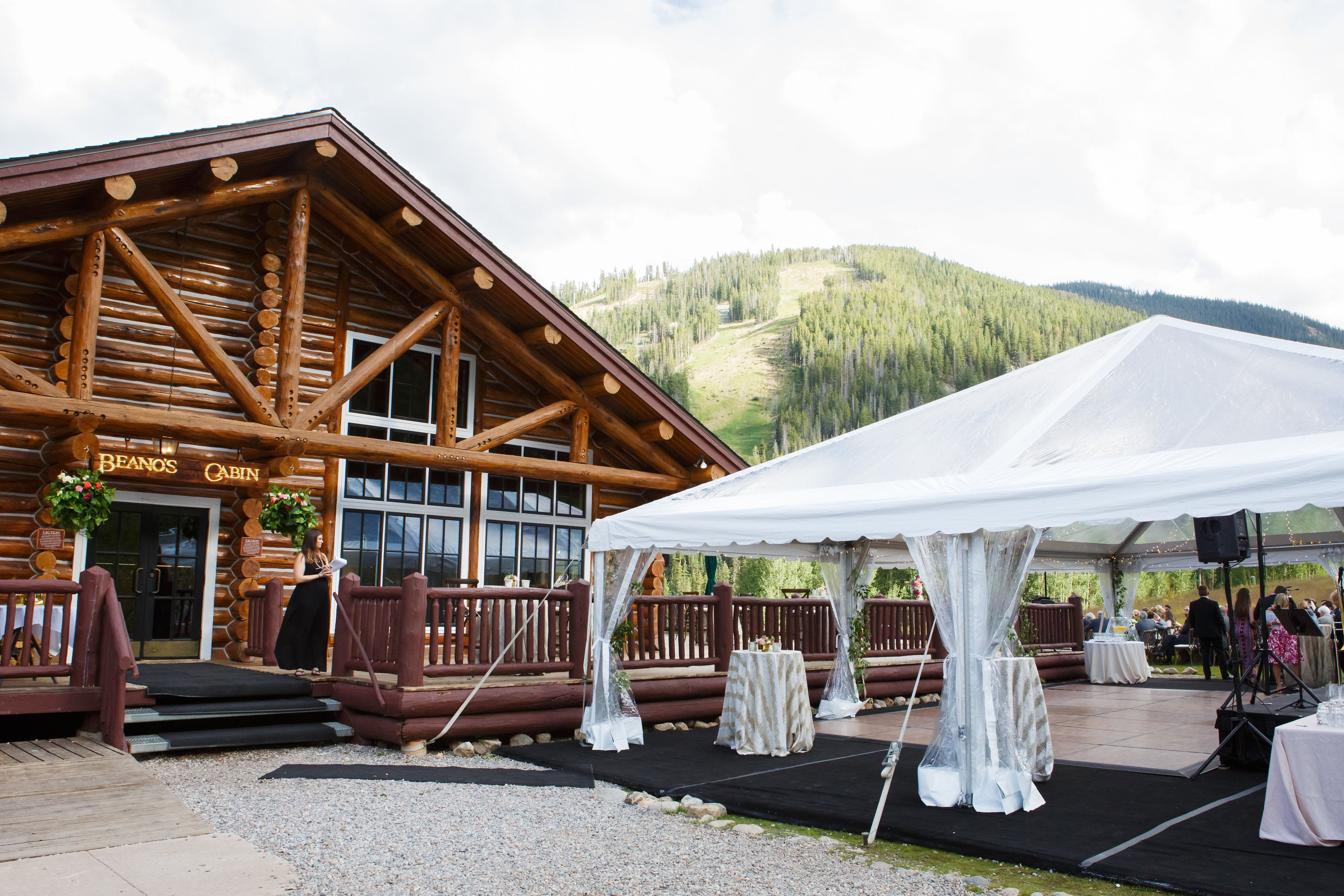 Fresh Colorado Mountain Wedding At Beano S Cabin In Beaver Creek