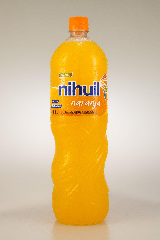Agua mineral con gas para bajar de peso
