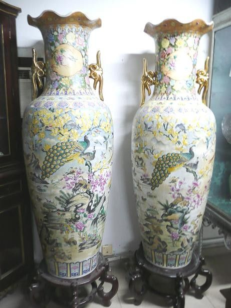 Jarrones gigantes chinos, de un famoso anticuario sevillano ...