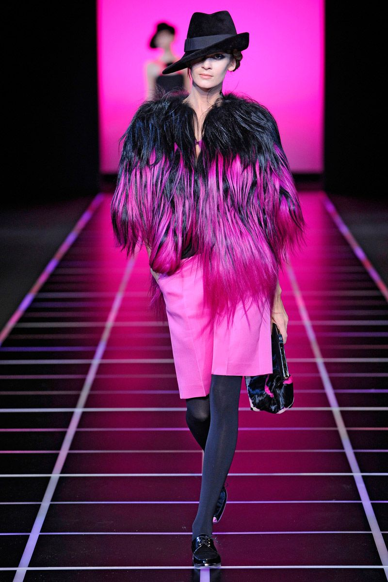 Giorgio Armani Fall 2012 RTW - Review - Fashion Week - Runway, Fashion Shows and Collections - Vogue.