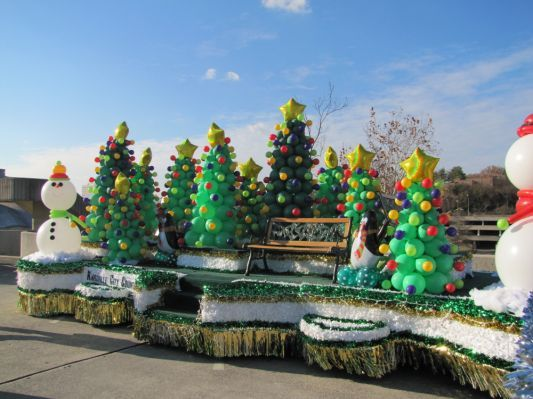 easy christmas parade float ideas - Christmas Float Decorations