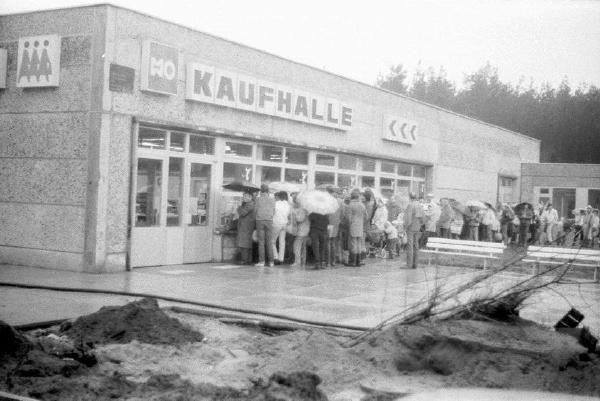 80 Er Jahre Schlange Stehen Ddr Geschichte Deutschlands Ddr Museum