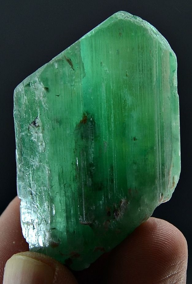 47 Grams Top Quality Well Terminated V Shape Green Hiddanite Kunzite Crystal