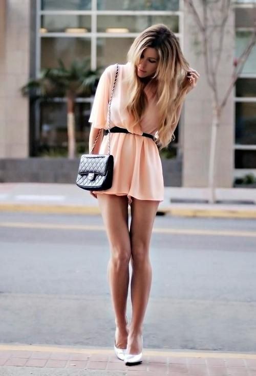 simple and cute. now if only i had legs like hers..