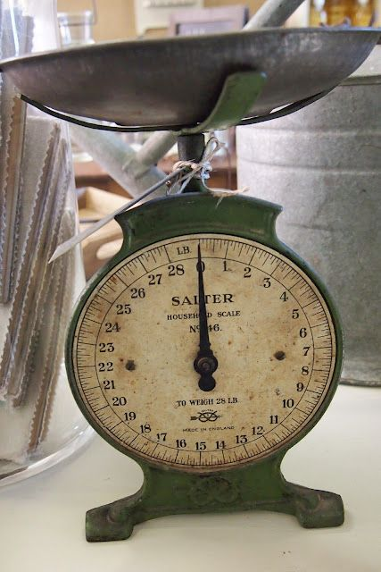 I love these old time food scales, I actually have 2 of my own...LOVE them!