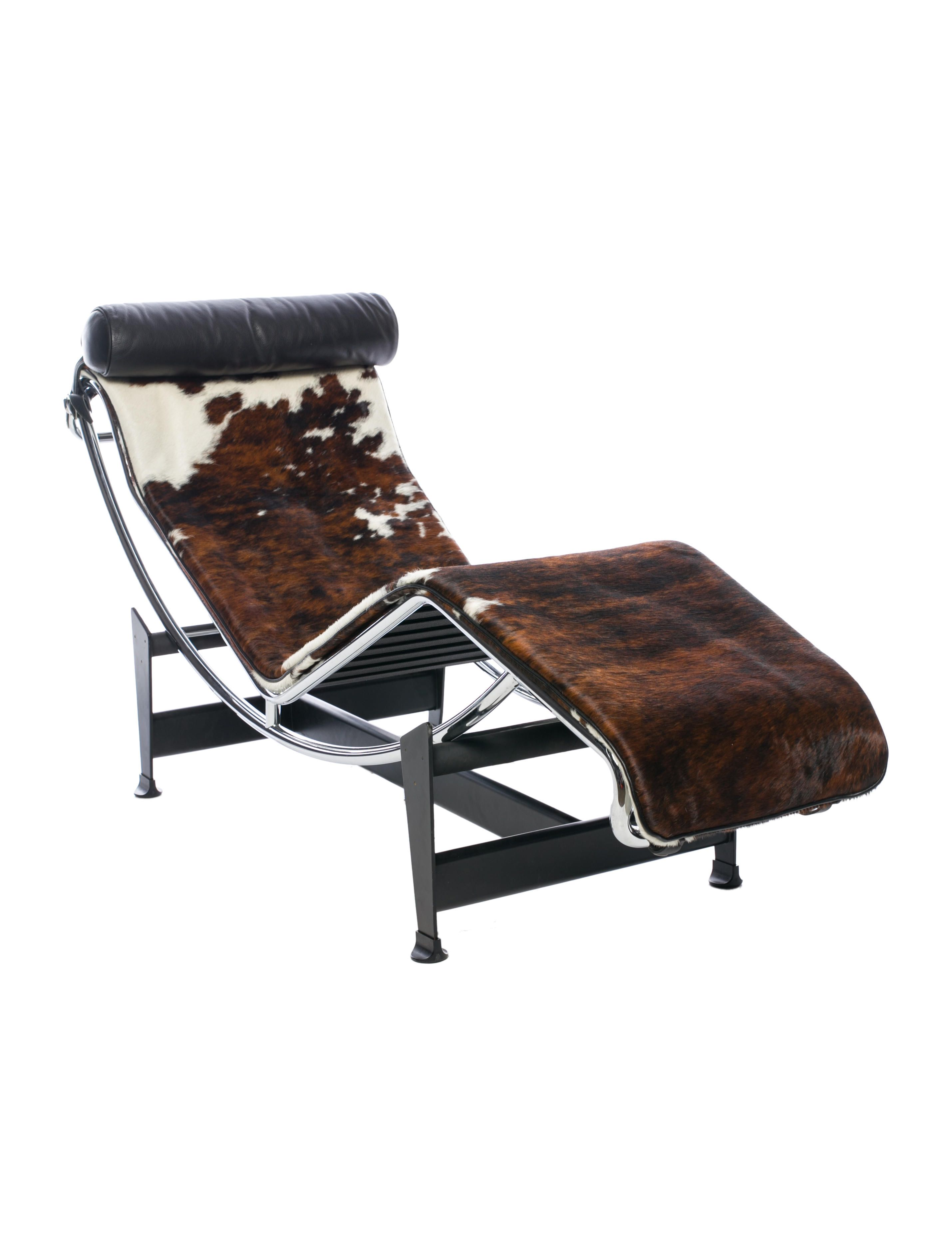 Le Corbusier LC4 Chaise Lounge Cassina Brown And White Cowhide With Black Leather Headrest