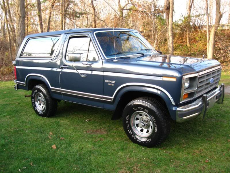 Vintage 1985 Ford Bronco 7B Dark Shadow Blue Metallic