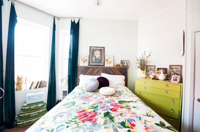 Pretty and eclectic apartment tour via happyprettyhome.com