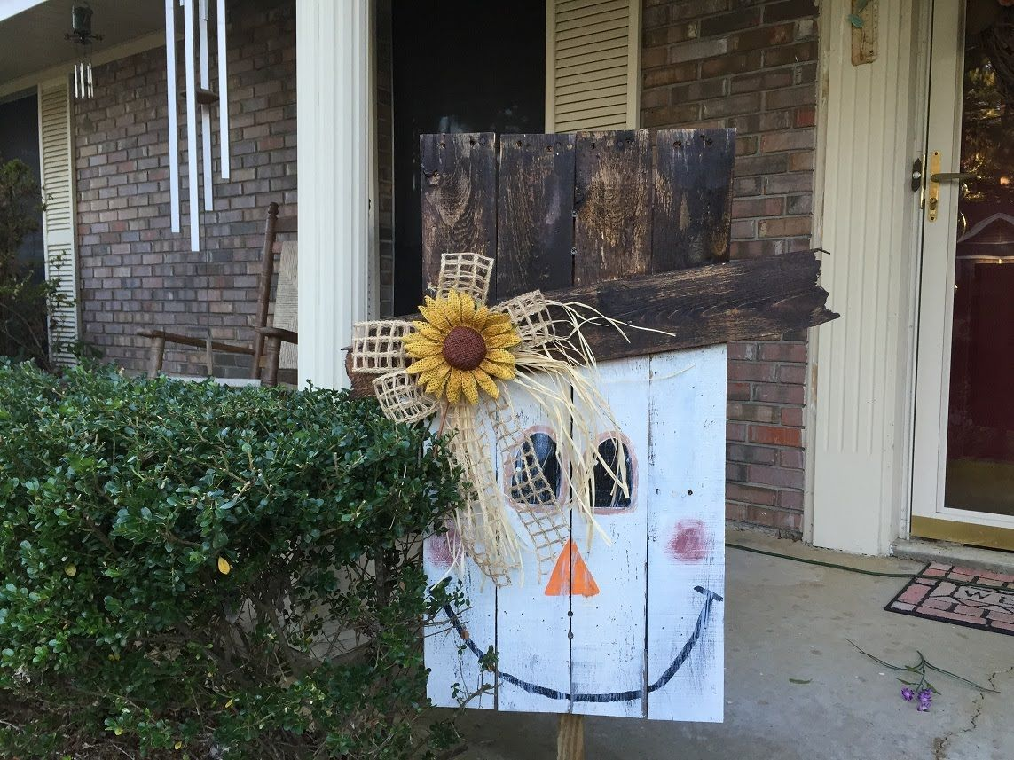 how to make a pallet scarecrow tutorial youtube diy halloween decorationsfall