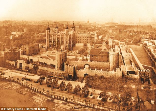 From Spires To Skyscrapers Changing Face Of Londons Skyline Revealed In Pictures Victorian Times And The Present Day