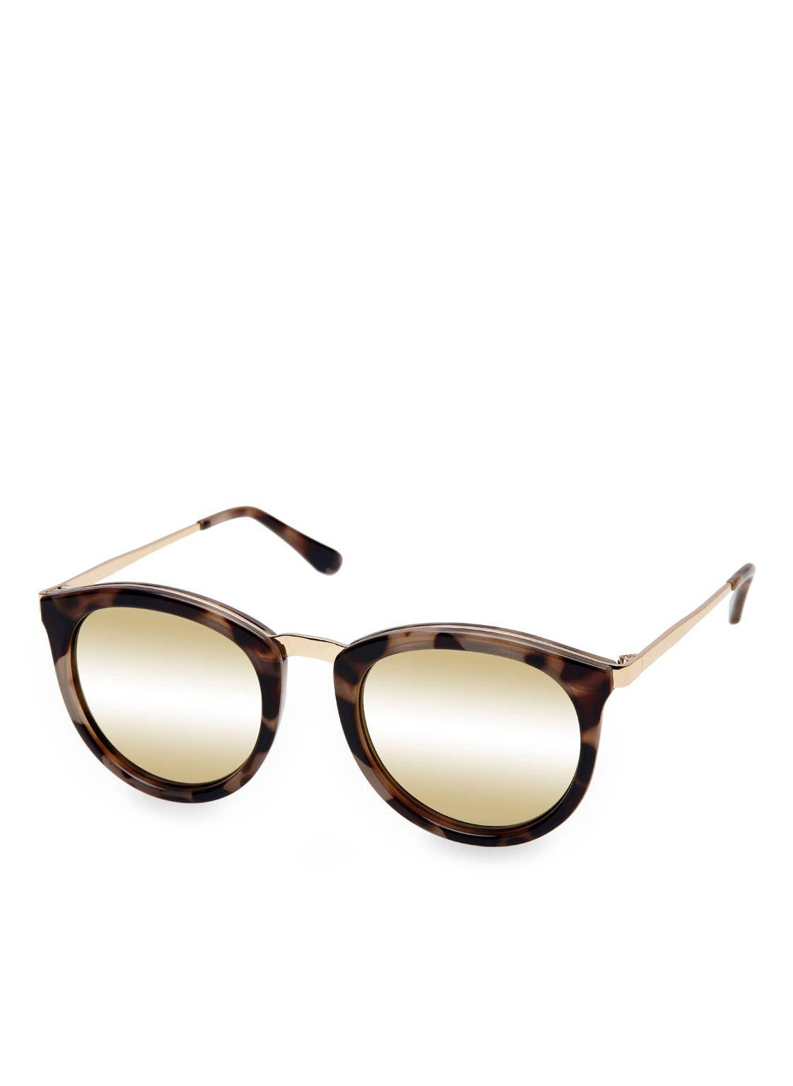 Ein Must-have für jede Fashion-Liebhaberin ist die Sonnenbrille NO SMIRKING, eine Limited Edition aus der zweiten Kollaboration des australischen Labels Le Specs und der deutschen Mode-Bloggerin Lena Terlutter. Das Modell begeistert durch stylish interpretierten Retro-Charme: die Komposition aus Rahmen mit raffiniertem Print und runden Gläsern funktioniert perfekt. Investieren Sie in diesen exquisiten Eyecatcher!Details:Runde GläserGläser je nach Modell: klassisch, verspiegelt, polarisiert…