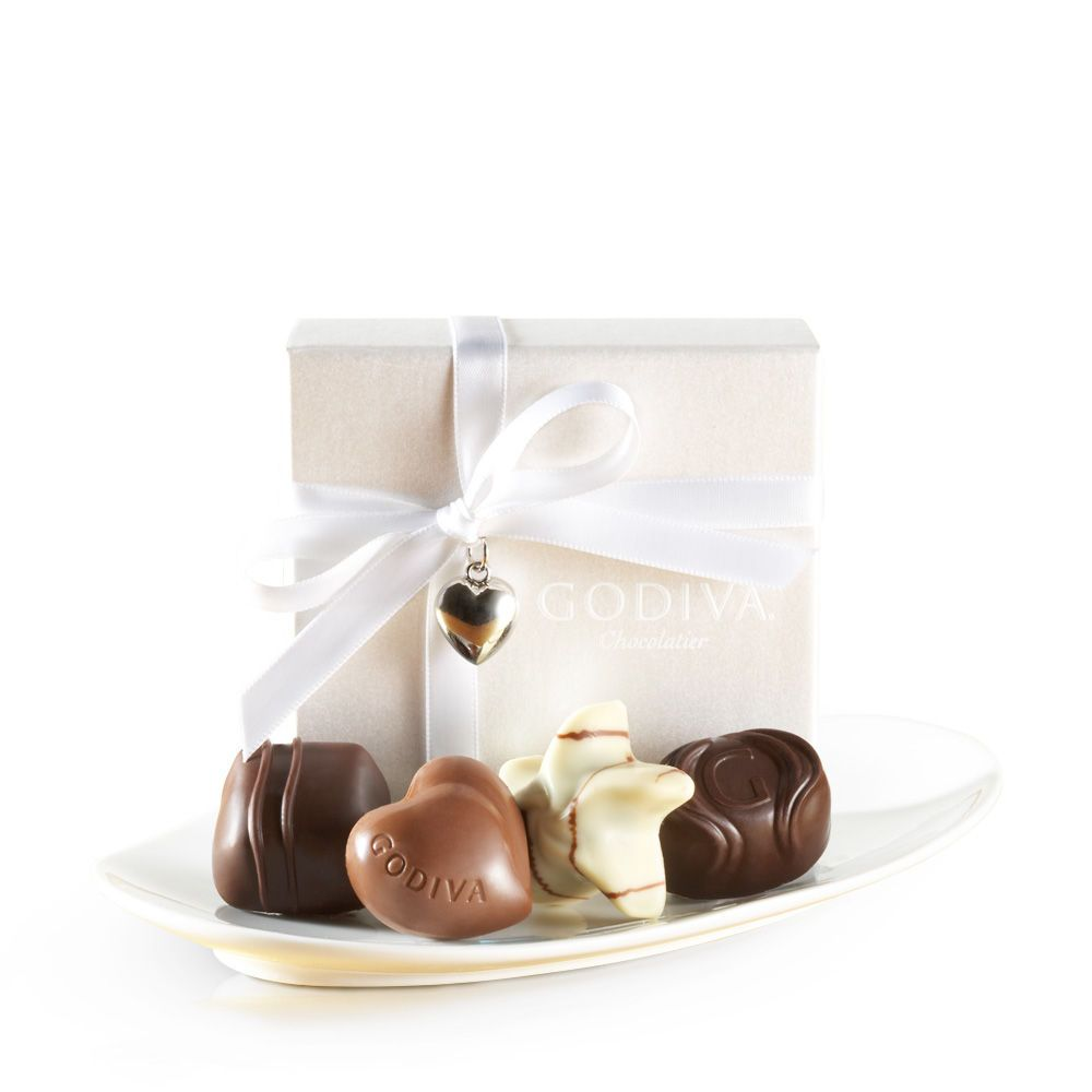 White Favor with Ribbon and Charm. My Favorite are the Raspberry ...