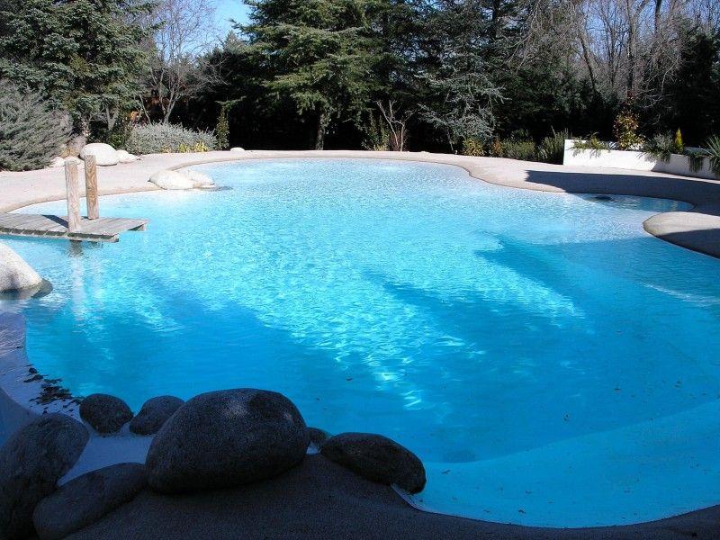 Chalet en Madrid con piscina tipo playa