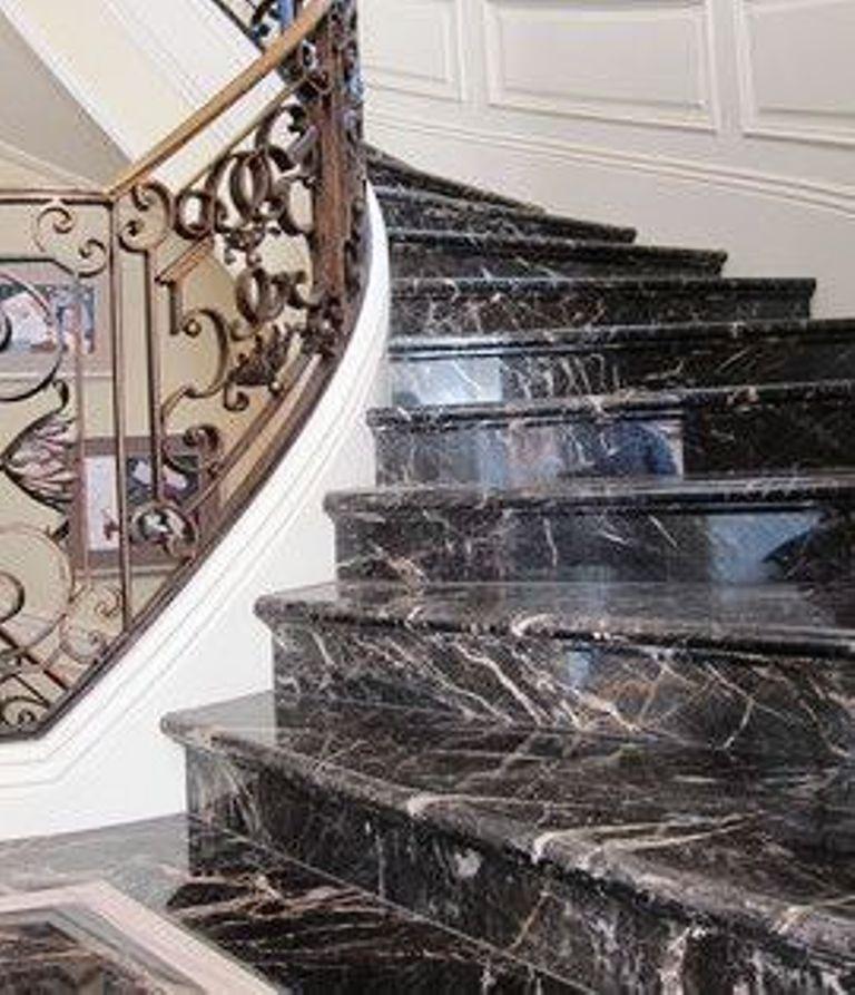 صور درج وسلالم داخلية بالرخام والجرانيتصور تصميمات سلالم رخام وجرانيت داخلية مميزةصور تصميمات سلالم Stair Design Architecture Stairs Tiles Design Stairs Design