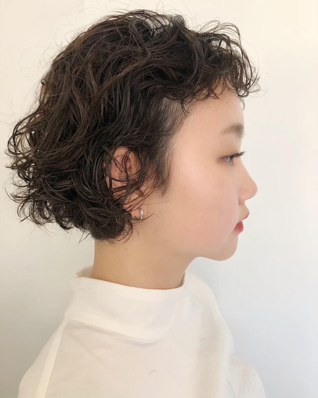 サトーマリ On Instagram くるくるパーマボブ 前髪もクルクルっとパーマをかけて お手入れ簡単なレトロスタイル 根元からパーマをしっかりかけてるから ヘアセットは 水で濡らしてスタイリング剤を しっかり揉みこむだけ 朝のヘアアイロンもいらない