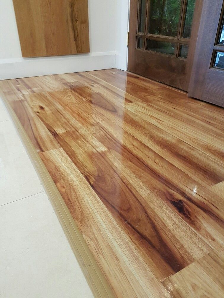 Kaindl Hickory High Gloss laminate flooring by Murphy