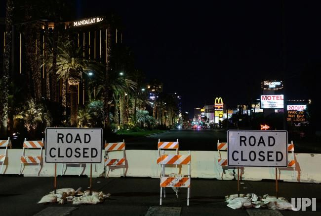 The Normally Glowing Gold Exterior Of The Mandalay Bay Resort And Casino Goes Dark 24 Hours After The D Mandalay Bay Resort Country Music Festival Mandalay Bay