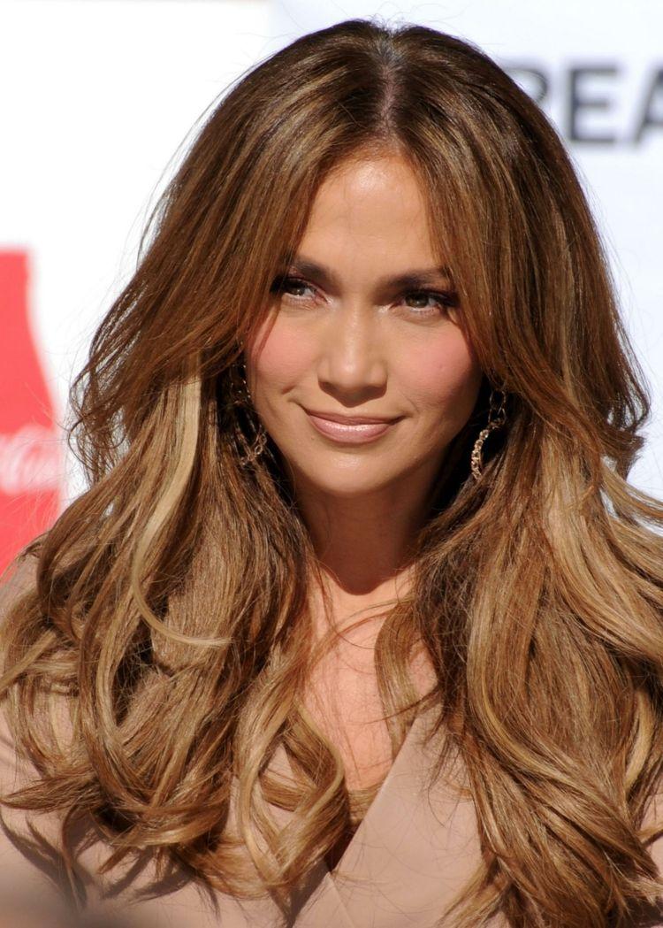 Langhaarfrisuren 2015 Jennifer Lopez Wellen Pony Mittelscheitel