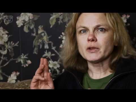 Anständig essen - PETA zu Besuch bei Karen Duve - YouTube