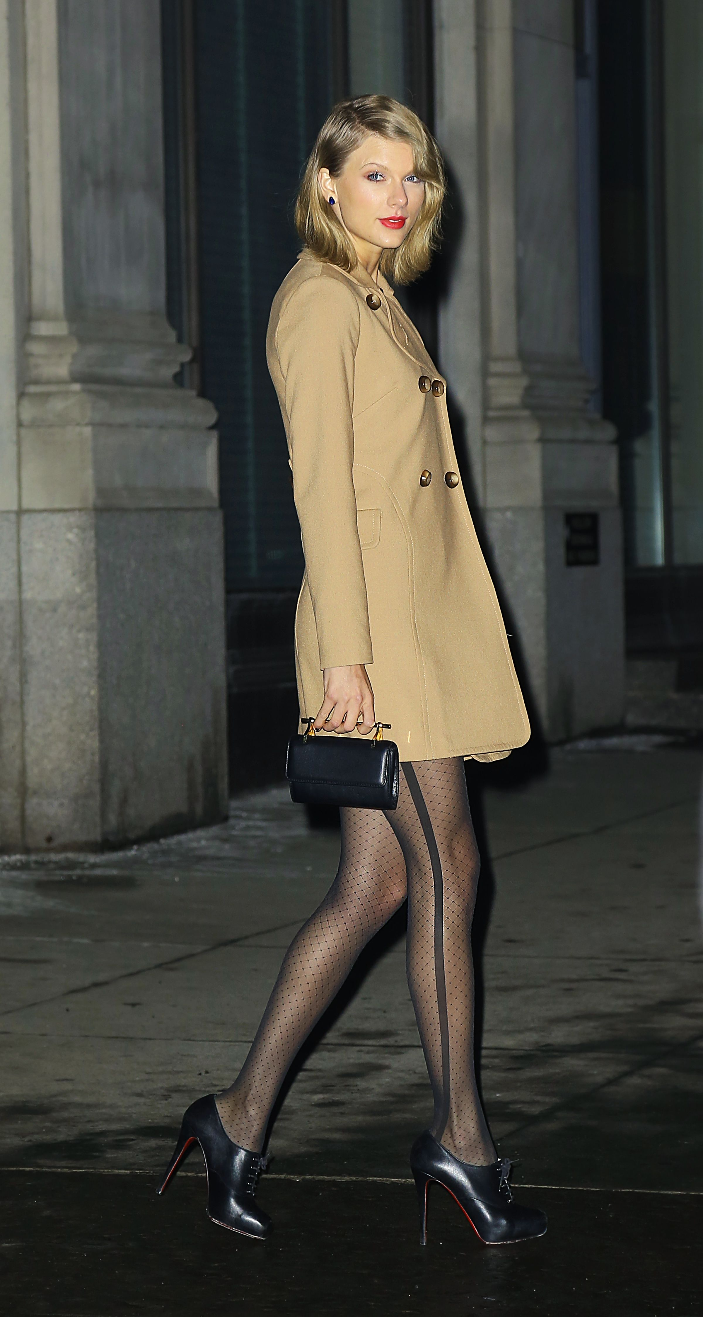 Leaving Her Apartment New York February 17 2015 With Images Taylor Swift Style Taylor Taylor Swift