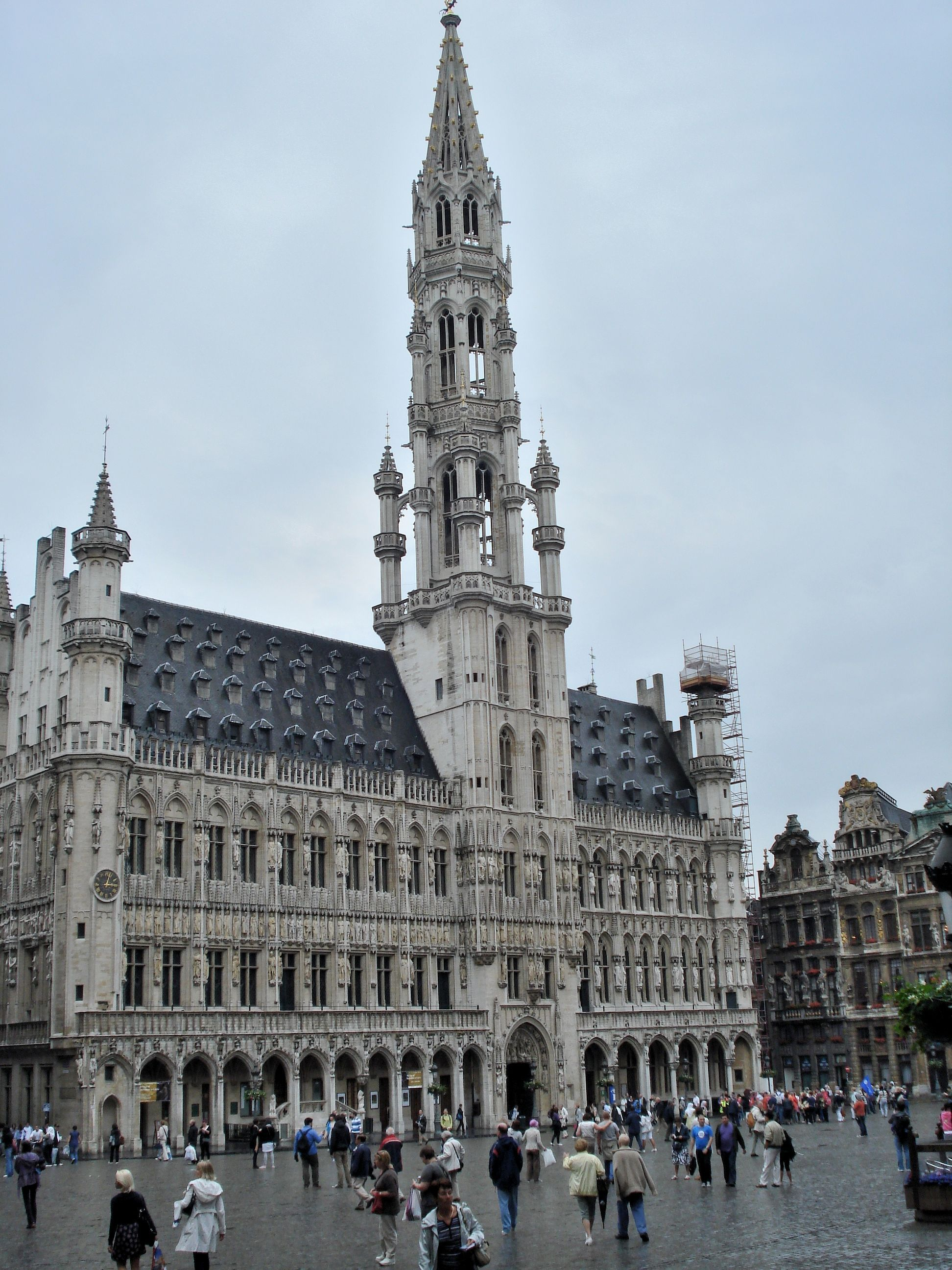 GOTHIC ARCHITECTURE - Brussels Town Hall, 1420. The oldest ...