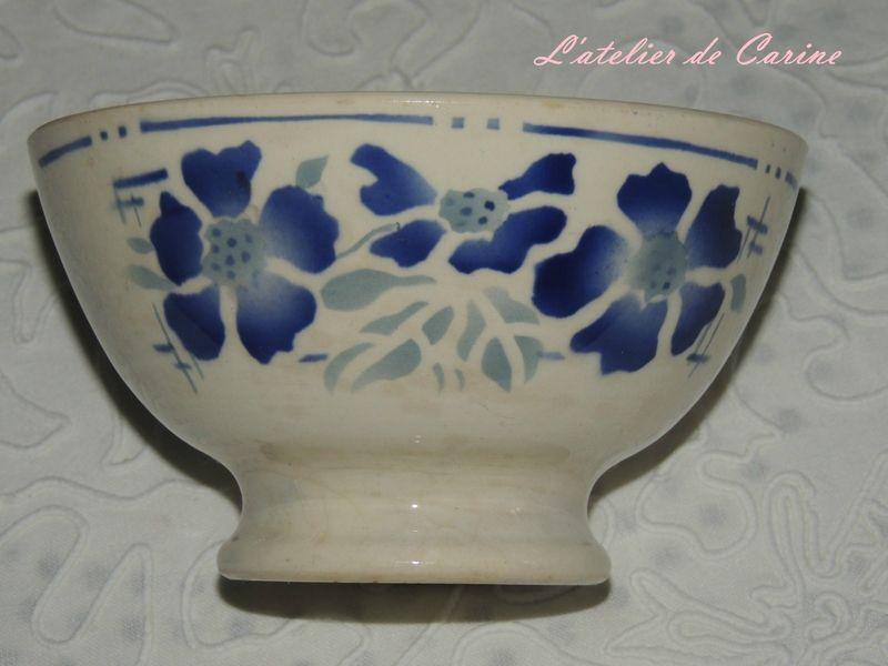 Bol ancien décor de fleurs bleues