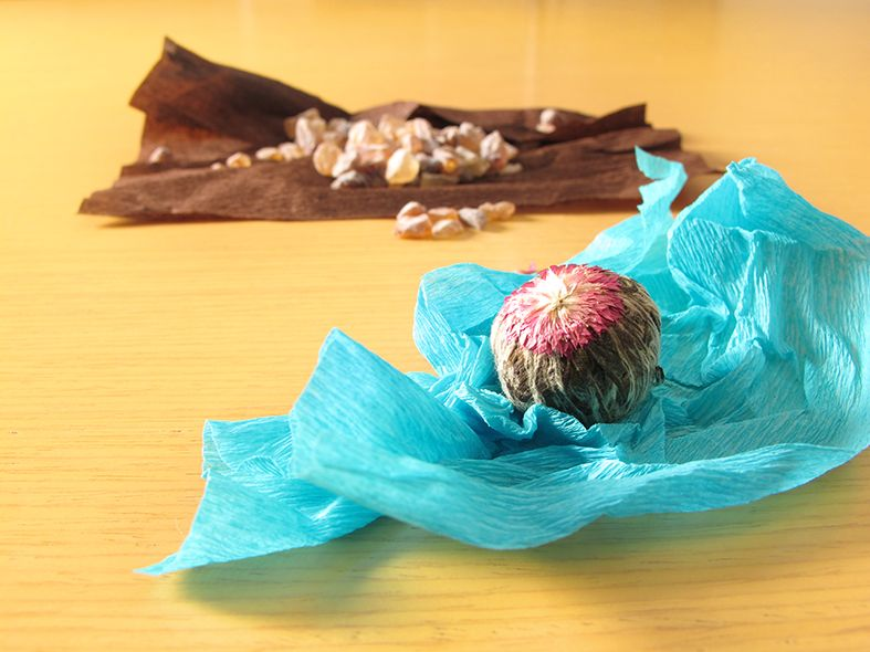 Flor de té y azucar como parte de uno de los packaging originales diseñados por el estudio de diseño gráfico español. Tea for two - packaging original.