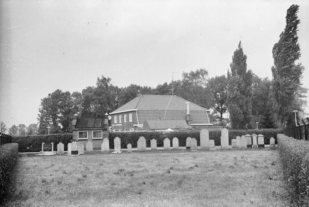 Israelitische begraafplaats, Goorsestraat 54 in Haaksbergen | 1967 - Rijksmonumenten.nl
