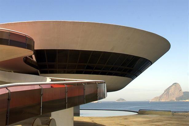 Vista del Museo de Arte Contemporáneo en Niteroi, cerca de Río de Janeiro, de Oscar Niemeyer.