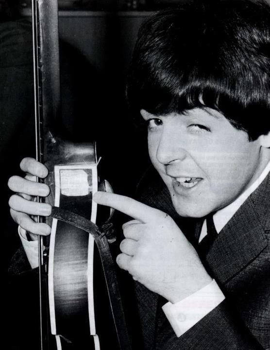 The Beatles, Paul McCartney | Paul mccartney, The beatles, Beatles love