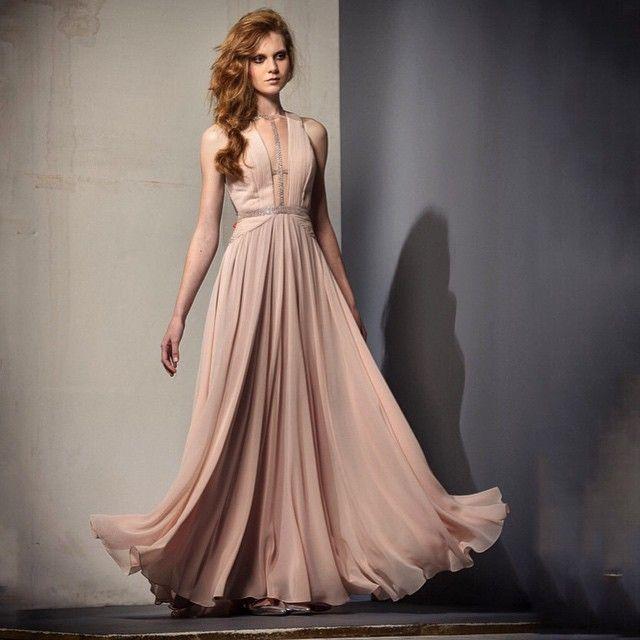 O escolhido da noite! ✨✨✨ #thaystemponi #thaystemponifw15 #luxurydress #formandas #formatura #madrinhas #partydress #embroidery #euamothaystemponi #handmade
