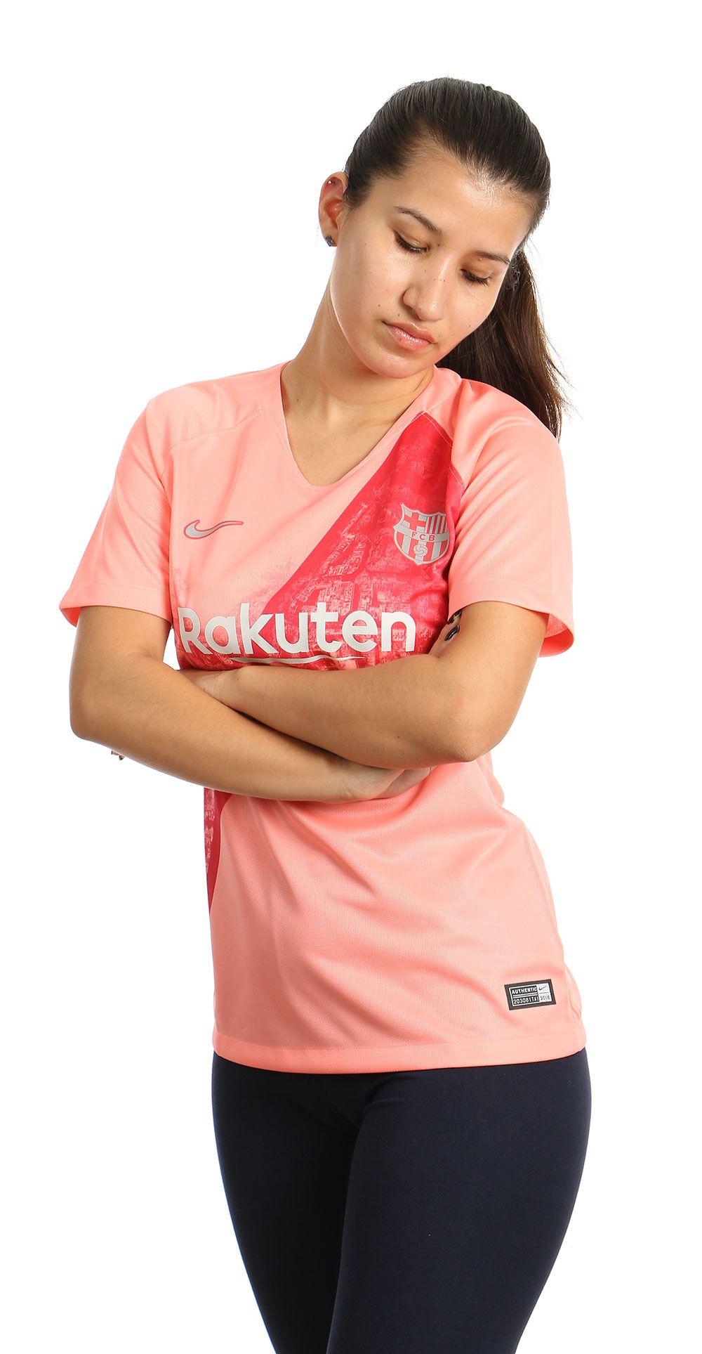Camiseta mujer Barcelona rosa.  futbolmania  Barca  Barcelona  fcbarcelona   Nike  catalunya  LaLiga  ChampionsLeague  footballcollection   footballculture ... 2c4e309b7daa7