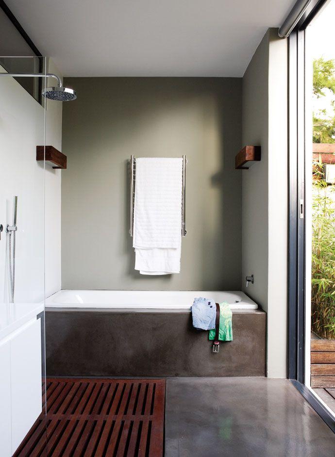 Une salle de bain en béton ciré version chic - la résine brillante