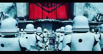 Como ellos... seguimos a la espera. #starwars #starwarstheforceawakens #Stormtrooper #cine #soldados Esperando al pase de las 00:05 del 17 de diciembre.
